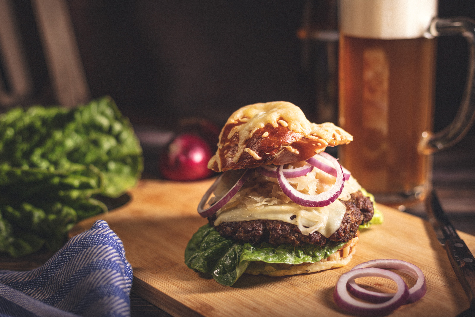 Laugen-Käse-Burger -