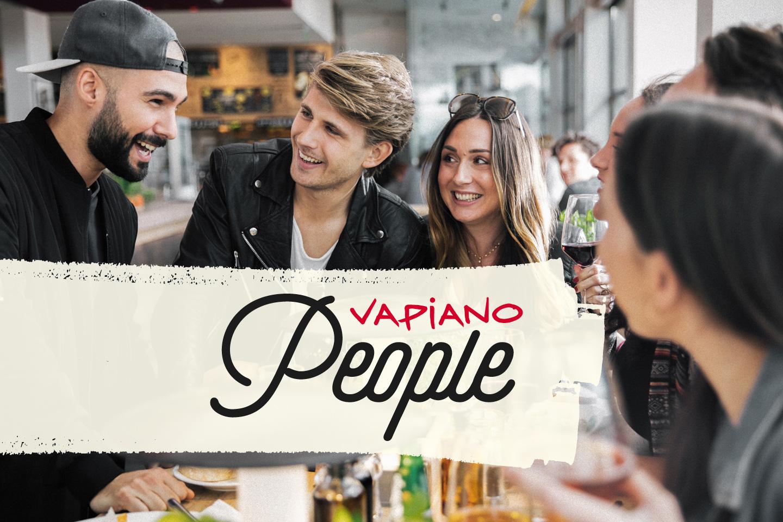 Bild mit Menschen im VAPIANO zur Ankündigung den Beendens des People-Programms